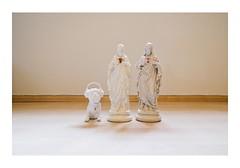 _PRE2550 (Jordane Prestrot) Tags: ♉ jordaneprestrot tempsquotidien statue estatua virginmary virgenmaría vierge viergemarie virgin virgen jésus jesus christ marie chien dog perro bulldog