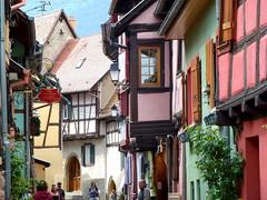 Eguisheim...mon village préféré en Alsace ! / Eguisheim ... my favorite village in Alsace! (FloDL) Tags: alsace eguisheim village façades couleurs villagepréférédesfrançais colombage enseigne lanterne lesplusbeauxvillagesdefrance ruelle color street maisons houses timbered teaches hautrhin