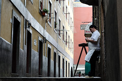 Kitchen rest (F719D) Tags: street streetphotography porto oporto portugal rest cook break candid baixa