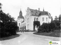 tm_7698 - Hellidens slott, Tidaholm 1910 (Tidaholms Museum) Tags: slottsbyggnad exteriör svartvit positiv 1910 castle