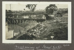 Flood Gates, East Maitland, N.S.W., 1930 flood (maitland.city library) Tags: maitland newsouthwales floods flooding floodwater 1930 fred harvey flood gates breakaway