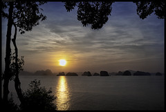 A New Day Has Come (frankmartinroth) Tags: 35mm f20 sony rx1r landscape clouds wide sky outdoor color thailand nature ocean sonnart235 water sunrise asia islands kohyaonoi trees sunlight dawn