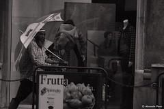 Il lusso e la povertà (alessandro.panno) Tags: palermo sicilia sicily ambulante ambulant marocco
