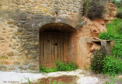 Bodegas (kirru11) Tags: bodega piedra roca hierba verde quel larioja españa kirru11 anaechebarria canonpowershot
