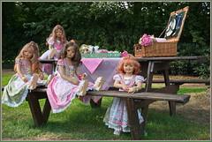 Kindergartenkinder ...und wieder geht ein schöner Tag zu Ende ... (Kindergartenkinder 2018) Tags: schloss lembeck kindergartenkinder sanrike milina tivi annemoni annette himstedt dolls