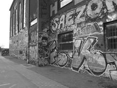 Röda stens konsthall i Göteborg 27 april 2018 (biketommy999) Tags: rödasten göteborg sverige sweden biketommy biketommy999 2018 svartvitt blackandwhite konst art text