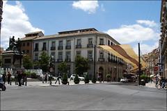 Plaza de Isabel la Católica (Granada, Andalucía, España, 8-6-2013) (Juanje Orío) Tags: andalucía granada provinciadegranada 2013 españa espagne espanya espanha spain plaza fuente fountain