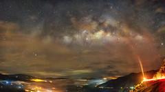 Centro galáctico sobre montañas colombianas. (Juan Diego Q U) Tags: víalactea milkyway stars night noche naturaleza nubes nightsky montains montañas colombia estrellas cielo long expusure larga exposicion