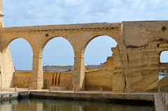 Arches By Fort St. Angelo [Vittoriosa - 26 April 2018] (Doc. Ing.) Tags: 2018 malta birgu vittoriosa arch fort fortstangelo stone architecture building
