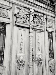 En la entrada. (spawn5555) Tags: templo puerta door arquitectura sanluispotosí colonial centro historia histórico historic hsito beautiful belleza ciudad city urban street
