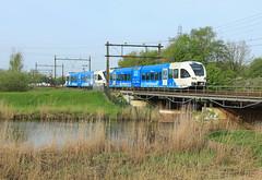 Arriva 411+412 @ Zwolle (Sicco Dierdorp) Tags: arriva blauwnet vechtdallijnen emmerlijn zwolle herfte dalfsen brug wetering gtw spurt serie10400 serie400