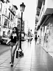 _1070321R (Fco. J. Gomez) Tags: streetphotography fotografiadecalle urbanphotography fotografiacallejera fotografíaurbana woman mujer perfume scent