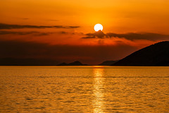 Sunset (Vagelis Pikoulas) Tags: sun sunset april 2018 spring porto germeno greece sea seascape landscape sky skyscape clouds cloudy cloudscape view canon 6d tamron 70200mm vc reflection reflections water mountains
