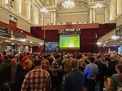 Ed Sheeran (Bricheno) Tags: 2018 szkocja scozia scoția scotland schottland escòcia escocia écosse bricheno 蘇格蘭 स्कॉटलैंड σκωτία paisley camra beerfestival girl realale townhall renfrewshire