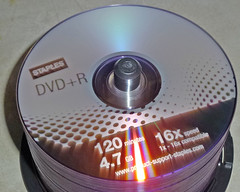 Staples DVD+R Disks 5-16-18 (5) (Photo Nut 2011) Tags: dvd