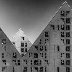Triangle Architecture (Leipzig_trifft_Wien) Tags: aarhus regionmidtjylland dänemark dk building city urban housing geometry modern contemporary form shape triangle facade iceberg windows black white monochrome bnw blackandwhite