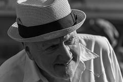 L'homme au chapeau (Daniel_Hache) Tags: jouarspontchartrain îledefrance france fr