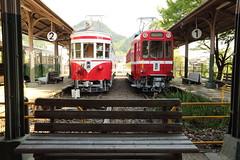 Small cars in the small station (Teruhide Tomori) Tags: mino gifu station train 旧美濃駅 美濃 岐阜 日本 japan japon 名鉄 meitetsu railway railroad 電車 列車 鉄道