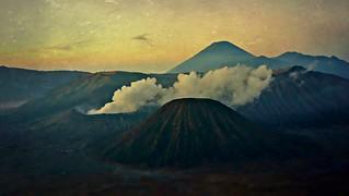 INDONESIEN, Java, Sonnenaufgang am Gunung BROMO (serie), 17400/9950