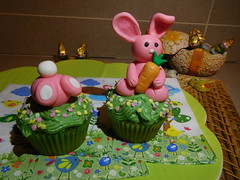 Cupcake di Pasqua (dolciefantasia) Tags: cake cakedesign torta pastadizucchero decorazione festa compleanno milano dolci fantasia pasqua cupcake