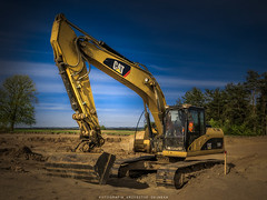 A big boy's toy. (krzysztofdejneka) Tags: koparka caterpillar budowadrogi polska łomża drzewa pola słońce robotyziemne pojazdygąsienicowe excavator roadconstruction poland trees fields sun earthworks trackedvehicles