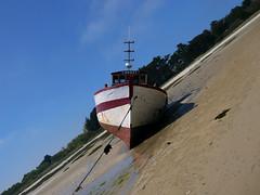 Langoz (An Arzhig) Tags: bateau plage sable océan panasonic gx800 roscoff bretagne france finistère lumix