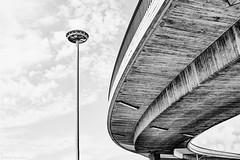 Mannheim Kurt Schumacher Brücke b&w (rainerneumann831) Tags: mannheim kurtschumacherbrücke architektur strasenlaterne minimalistisch bw blackwhite ©rainerneumann