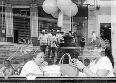 Cristal de Veracruz (Marcos Núñez Núñez) Tags: reflejo bw veracruz blackandwhite streetphotography urban monochromatic méxico monocromático reflection portrait retrato streetphotographer mujeres diadeltrabajo