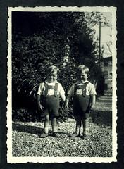 i gemelli a Vicenza - maggio 1937 (dindolina) Tags: photo fotografia blackandwhite bw biancoenero monochrome monocromo vintage family famiglia history storia gemelli twins vignato italy italia veneto vicenza 1937 1930s annitrenta thirties