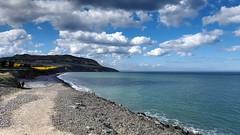 Greystones coast (Raúl Alejandro Rodríguez) Tags: mar sea costa coast playa beach colinas hills sierras nubes clouds agricultura agriculture greystones irlanda ireland