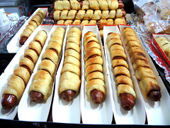 Hotdog rolls (MelindaChan ^..^) Tags: hadong skorea 河東 hotdog rolls food eat korean chanmelmel mel melinda melindachan