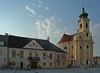 Laxenburg: Rathaus und Pfarrkirche (Wolfgang Bazer) Tags: pfarrkirche laxenburg kreuzerhöhung barock baroque rathaus town hall niederösterreich lower austria österreich