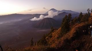 INDONESIEN, Java, Sonnenaufgang am Gunung BROMO (serie), 17401/9951