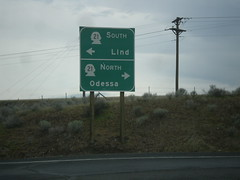 I-90 West Exit 206 Offramp at WA-21 (sagebrushgis) Tags: wa21 i90 adamscounty washington sign freewayjunction intersection biggreensign