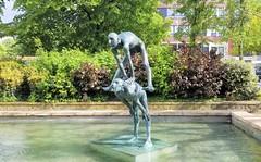 Le Saute-mouton (Helenɑ) Tags: madyandrien lesautemouton placedescarmes sculpture bronze liège belgium publicart statue