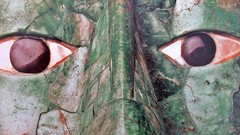 These eyes have seen a lot of loves (Robert Saucier) Tags: regard look yeux eyes masque mask nez nose pupilles vert img0586 green theseeyes guesswho art