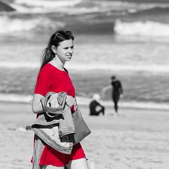 La fille en petite robe rouge (clin d'oeil à wally)