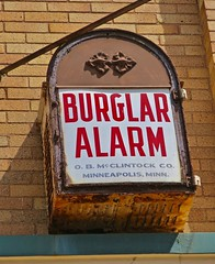 Burglar Alarm, Williamsburg, OH (Robby Virus) Tags: williamsburg ohio oh burglar alarm bank side building brick