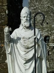 Hill of Slane, County Meath RoI (Ron's travel site) Tags: tower ruin slaneabbey abbey slanehill slane countymeath meath ireland roi erie europe ronstavelsite wwwronsspotuk 150418 stpatrick statue