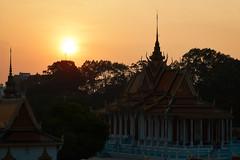 Royal Palace (Thomas Mülchi) Tags: 2018 cambodia phnompenh architecture sunset sky clear sunny sun backlight royalpalace kh