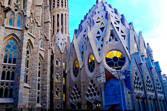 A La Sagrada Familia (Fnikos) Tags: art sculpture temple architecture modernism construction building basílica gaudí antonigaudí lasagradafamilia faith religion window sky outdoor