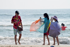 Colour clash (Roving I) Tags: colours colourful asians tourists barefeet beach sand sea surf shawls scarf caps hawaiianshirts smartphones sunhats umbrellas parasols friends danang leisure lifestyle holidays vacations vietnam