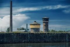 Industriegebiet... (hobbit68) Tags: schornstein turm clous wolken clouds sky himmel main fluss river gemäuer mauer water wasser