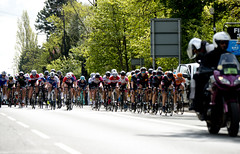 Tour de Yorkshire 2018 - Stage 1 (Simon Caunt) Tags: d800 nikond800 nikoncameras nikon nikondslr 240700mmf28nikkor afsnikkor2470mmf28 yorkshire doncaster tour de 2018 tourdeyorkshire2018 bessacarr greatnorthroad cycling stage1 ladiesrace garyverity peloton pack