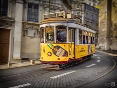 Tranvia (JoseQ.) Tags: lisboa tren tranvia auto paseo transporte carretera edificio movimiento
