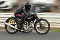 British Historic Racing - Mallory Park - 14 April 2018 (Keith Nunns Wakefield) Tags: bhr britishhistoricracing mallorypark vintagemotorcycles vintageracingmotorcycles norton