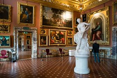 Watching Art (martinstelbrink) Tags: florenz fierence florence italien italy italia toskana toscana tuscany palazzopitti art kunst statue besucher visitor doors türen palace palast sony alpha7rii a7rii zeissloxia25mmf24 loxia2425 zeiss carlzeiss loxia 25mm f24 ze