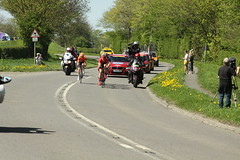 The Breakaway Approaching (Steve Dawson.) Tags: tourdeyorkshire mens cycle race bikes breakaway stage1 richmondtoscarborough randgrange yorkshire england uk canoneos50d canon eos 50d ef28135mmf3556isusm ef28135mm f3556 is usm 5th may 2018