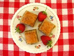Süß, süßer, Baklava (Le fabuleux destin d'Amélie Poulain) Tags: rot rotlieben rotistnichtnurdieliebe rotundnichtblau rotjarot erdbeere erdbeeren baklava süs süsses lebenmitgenuss lebengeniessen