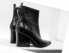 Stylish (Tobias Dander) Tags: tobiasdander ankle boot boots shop stylish bnw bw blackandwhite monochrome dressy canond70 heels
